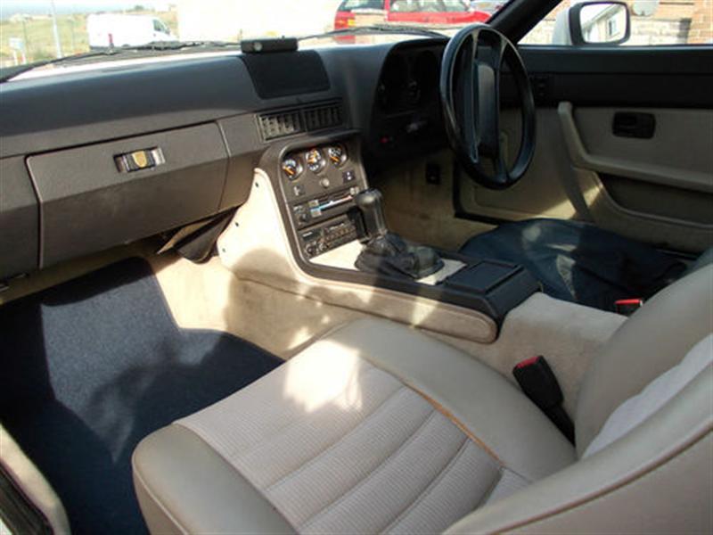 924S Original Interior